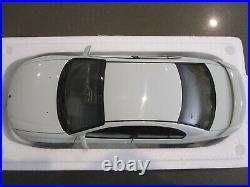 118 Biante Autoart Holden Commodore Hsv Vt2 Clubsport R8 Herron White