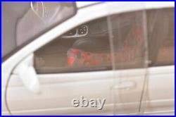 Holden HSV Commodore VT2 Clubsport R8 AutoArt NIB 118 #73304 Herron White